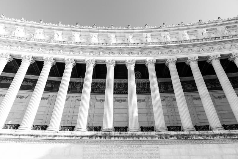 Dettaglio architettonico delle colonne del della Patria del monumento, aka di Vittoriano o di Altare di Vittorio Emanuele II Bell fotografia stock