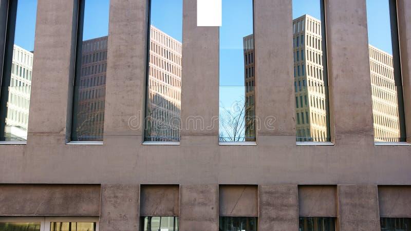 Dettaglio architettonico delle costruzioni della città di giustizia fotografie stock libere da diritti