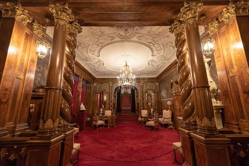Dettaglio architettonico interno del castello di Peles dalla Romania, anche conosciuto come Royal Palace fotografia stock libera da diritti