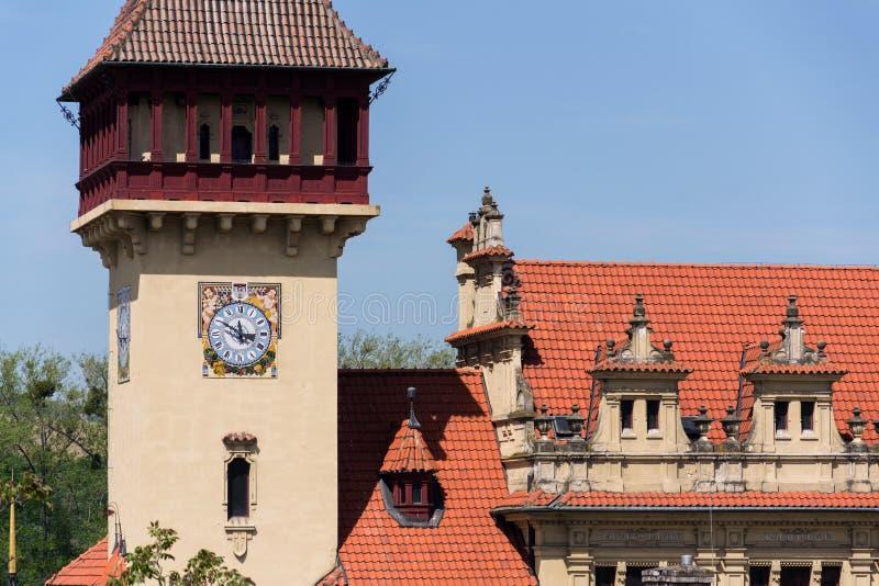 Dettaglio architettonico su esterno del municipio di Napajedla sviluppato nel 1903 vicino a Zlin, Moravia, repubblica Ceca fotografia stock libera da diritti