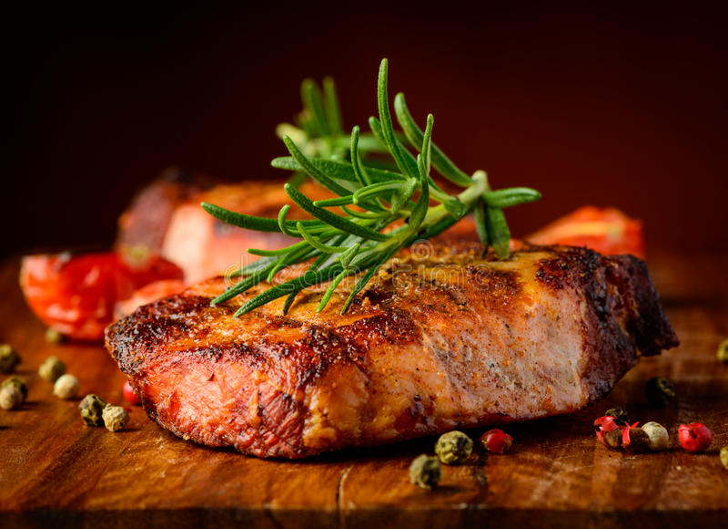 Dettaglio arrostito del primo piano della bistecca fotografia stock libera da diritti