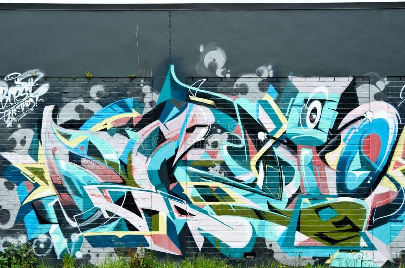 Dettaglio astratto dei graffiti sul muro di mattoni immagini stock libere da diritti