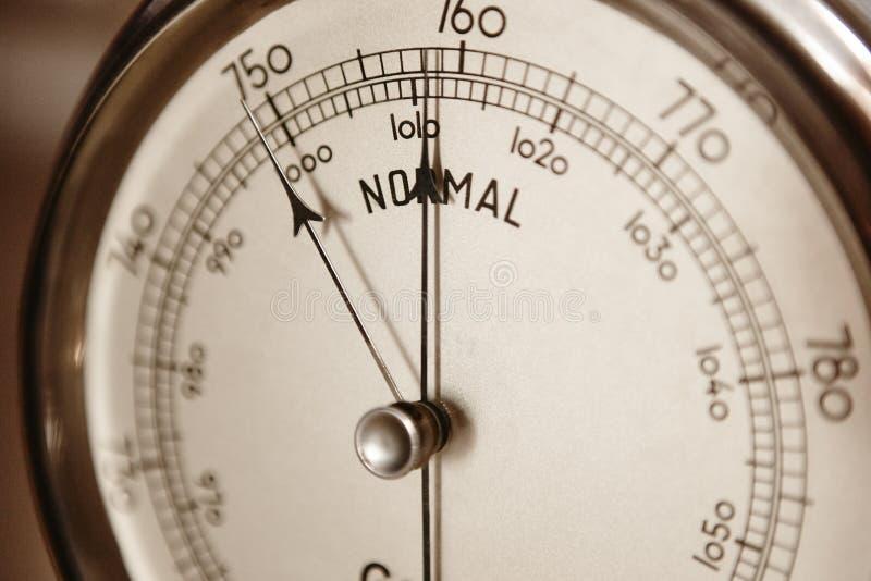 Dettaglio classico del barometro Strumento di misura di pressione d'aria Weath fotografie stock libere da diritti