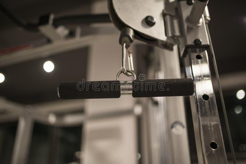 Dettaglio dalla macchina di esercizio nella palestra fotografia stock