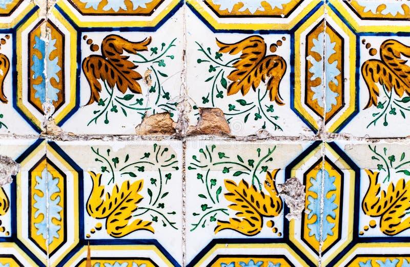 Dettaglio dei azulejos tradizionali delle mattonelle dalla facciata di vecchio hous fotografie stock libere da diritti
