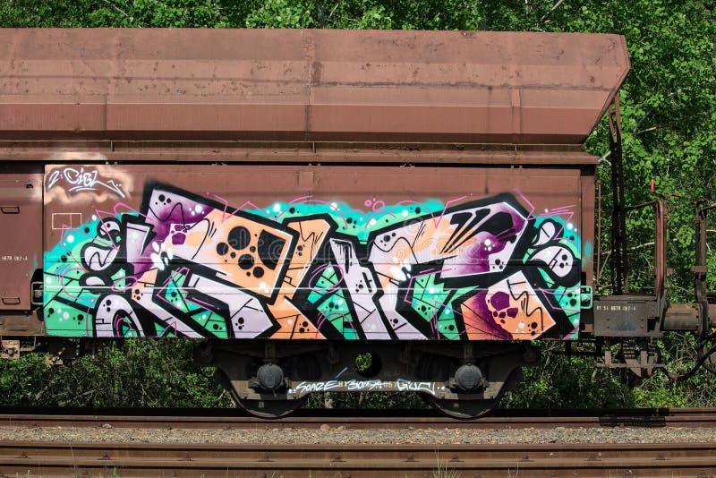 Dettaglio dei graffiti sul vagone abbandonato, vandalismo immagine stock libera da diritti