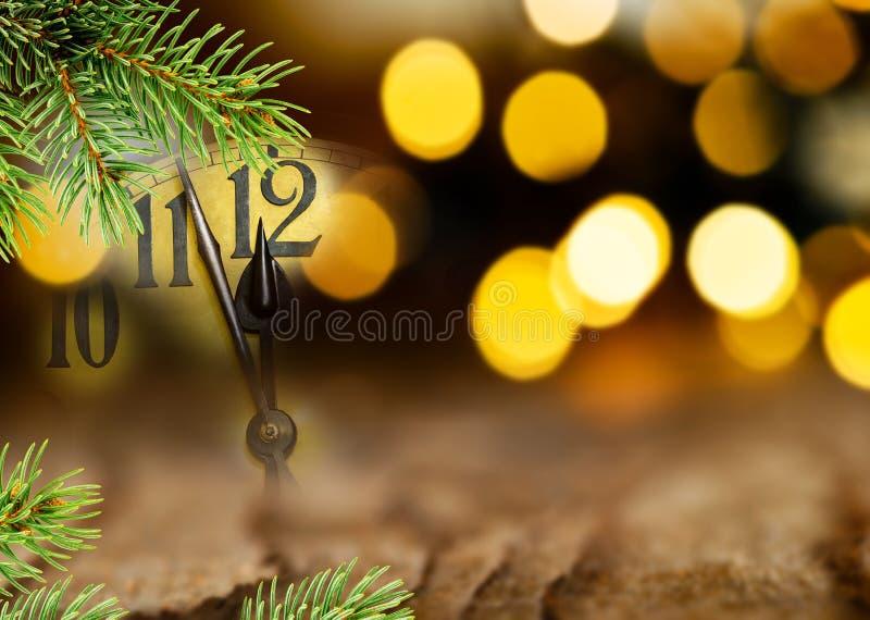 Dettaglio del fronte di orologio e del ramoscello di Natale immagini stock libere da diritti
