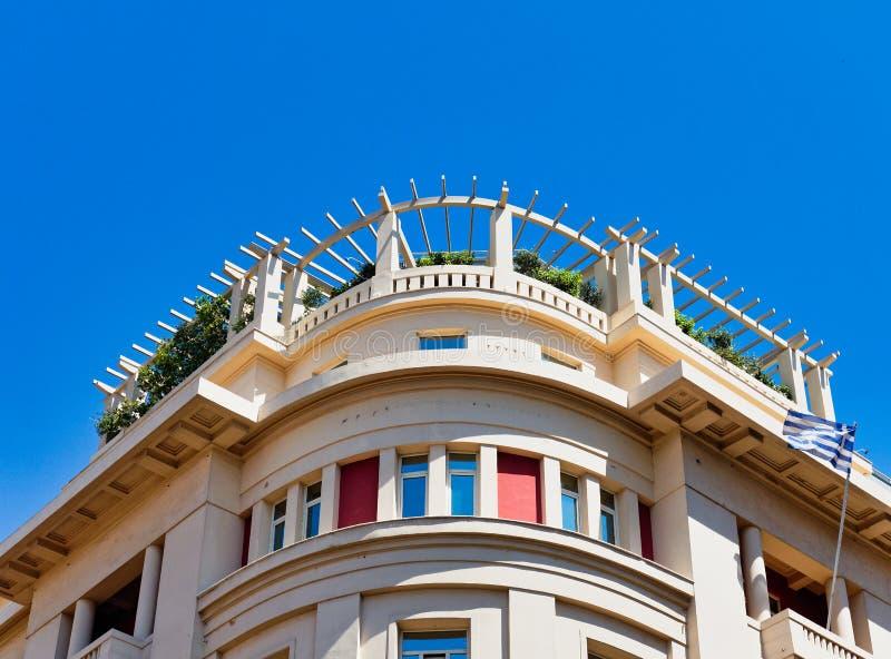 Dettaglio del giardino della cima di Atene Art Deco Building With Roof, Grecia fotografia stock libera da diritti
