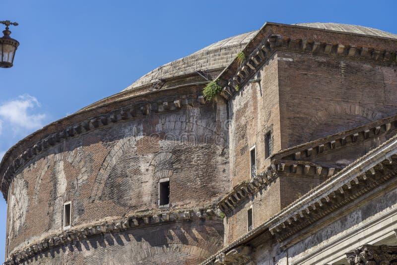 Dettaglio del panteon a Roma Esterno vicino di vista Il panteon era Bu immagini stock