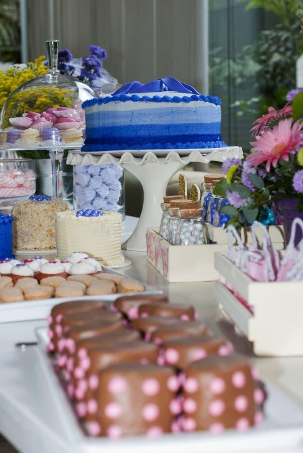 Dettaglio del partito dei bambini della pasticceria, delizia del dolce e spuntini, dessert dolci al partito dei bambini fotografia stock
