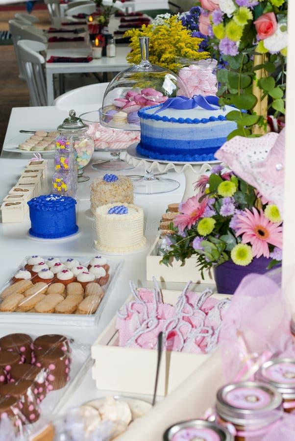 Dettaglio del partito dei bambini della pasticceria, delizia del dolce e spuntini, dessert dolci al partito dei bambini immagini stock
