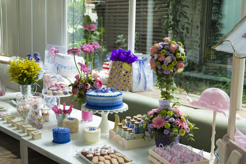 Dettaglio del partito dei bambini della pasticceria, delizia del dolce e spuntini, dessert dolci al partito dei bambini fotografie stock