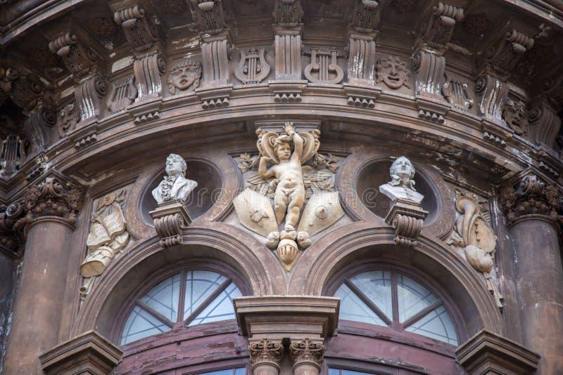 Dettaglio del teatro sulla piazza Vincenzo Bellini immagini stock