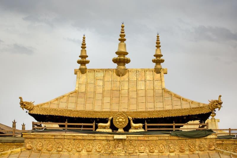 Dettaglio del tetto dorato dal tempio di Jokhang a Lhasa fotografia stock libera da diritti