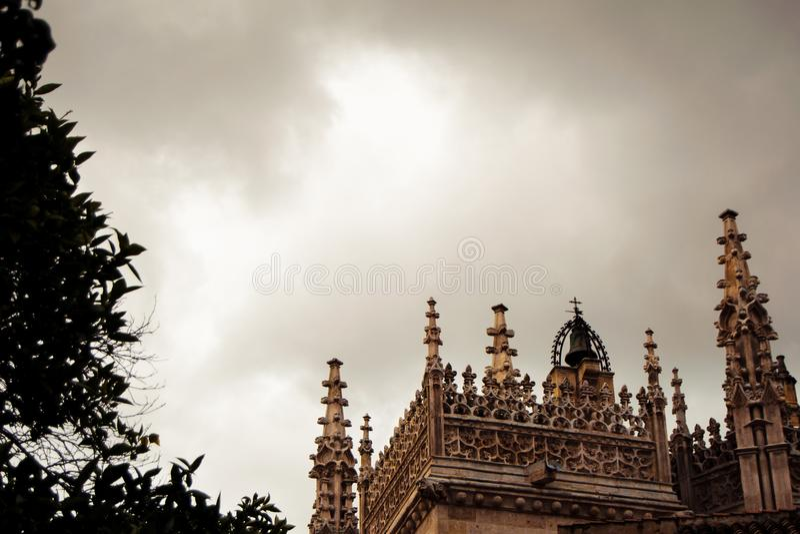 Dettaglio del tetto gotico della cattedrale immagine stock