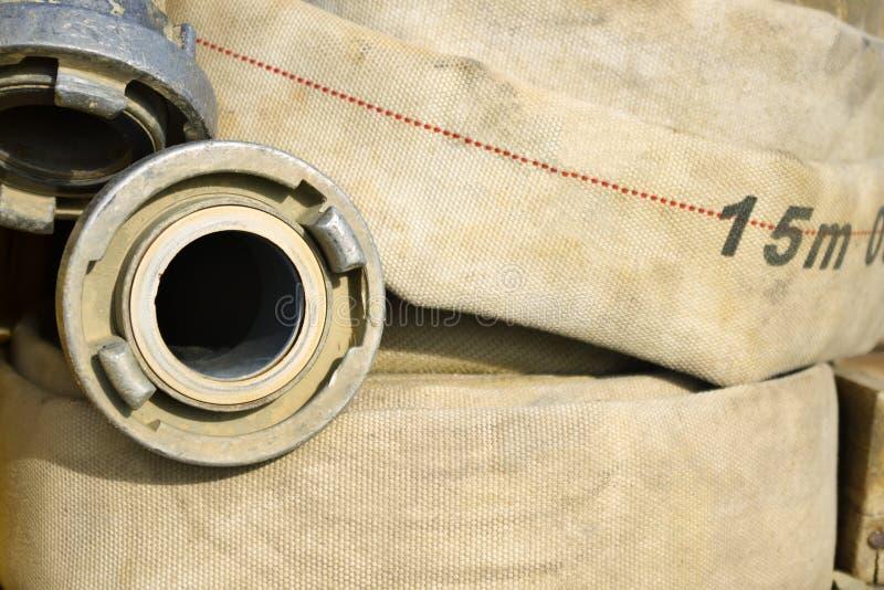 Dettaglio del tubo flessibile del pompiere immagine stock