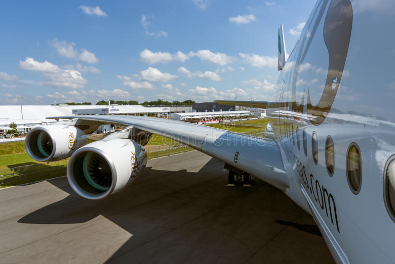 Dettaglio dell'ala e di un motore di turboventola Alliance GP7000 dell'aereo di linea - Airbus A380 fotografie stock libere da diritti