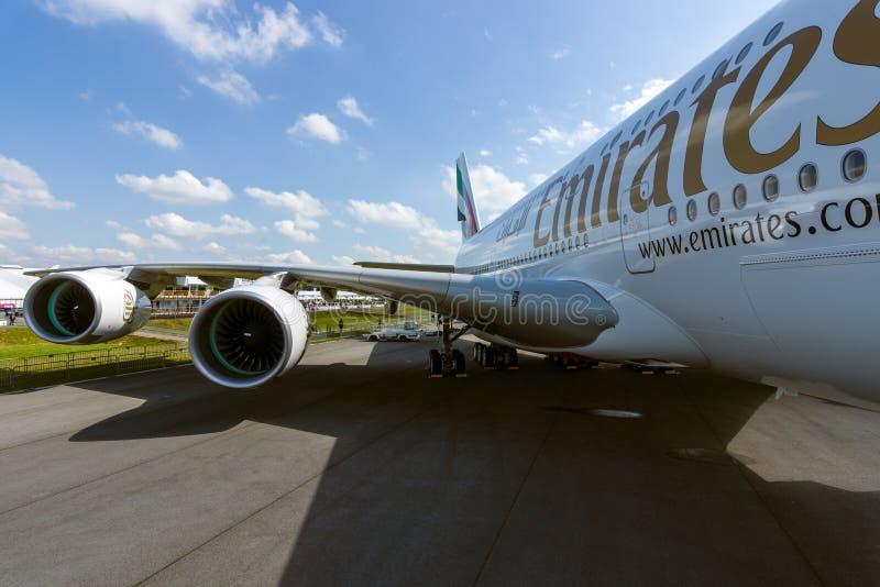 Dettaglio dell'ala e di un motore di turboventola Alliance GP7000 dell'aereo di linea - Airbus A380 immagine stock