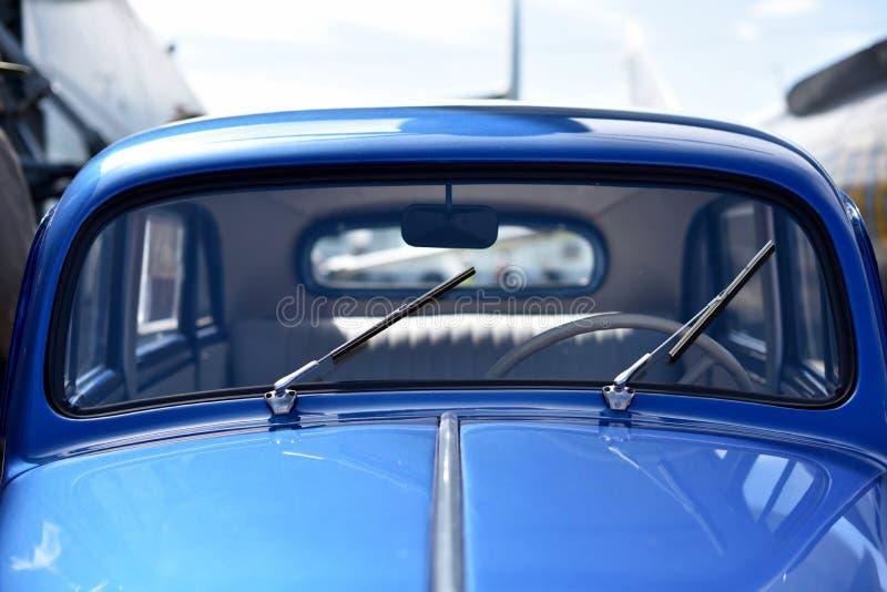 Dettaglio dell'automobile d'annata blu fotografie stock