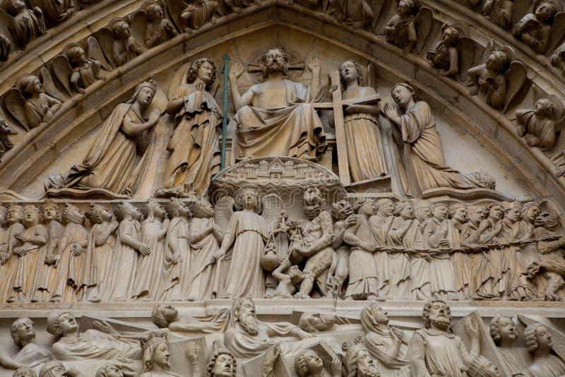 Dettaglio dell'entrata a Notre Dame a Parigi, Francia immagini stock