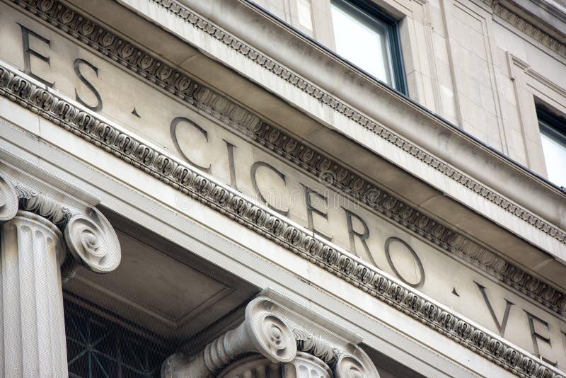 Dettaglio dell'iscrizione della biblioteca universitaria di Cicero Columbia immagini stock