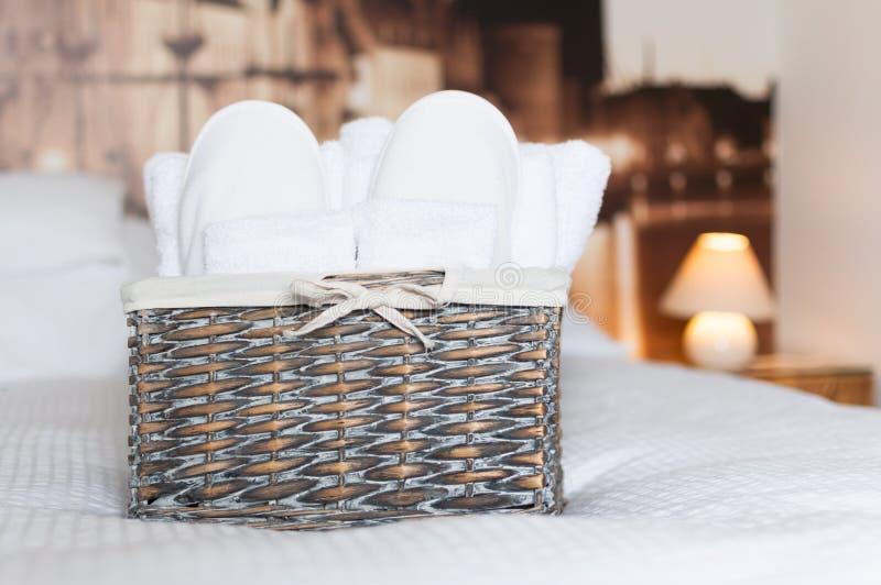 Dettaglio della camera da letto dell'hotel fotografie stock