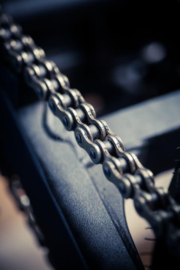 Dettaglio della catena del motociclo fotografia stock libera da diritti