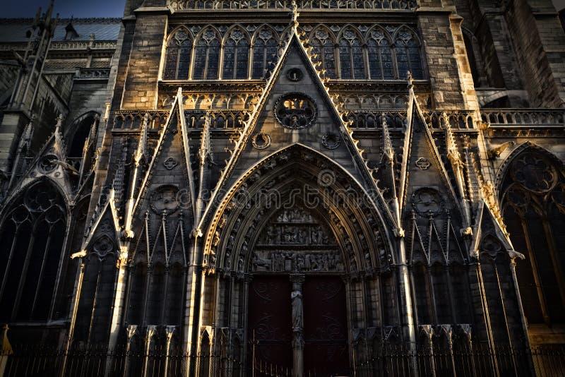 Dettaglio della cattedrale di Notre Dame a Parigi, Francia fotografia stock libera da diritti