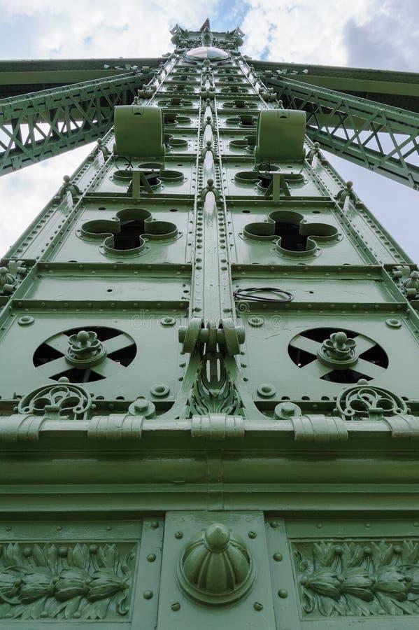 Dettaglio della colonna del ponte di libertà di Budapest fotografia stock libera da diritti