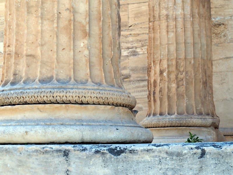 Dettaglio della colonna di marmo del greco antico, acropoli, Atene, Grecia immagine stock
