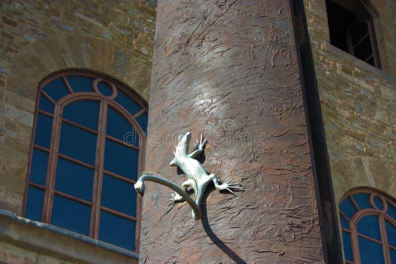 Dettaglio della meridiana con la lucertola davanti a Galileo Museum, all'istituto ed al museo della storia di scienza, immagine stock
