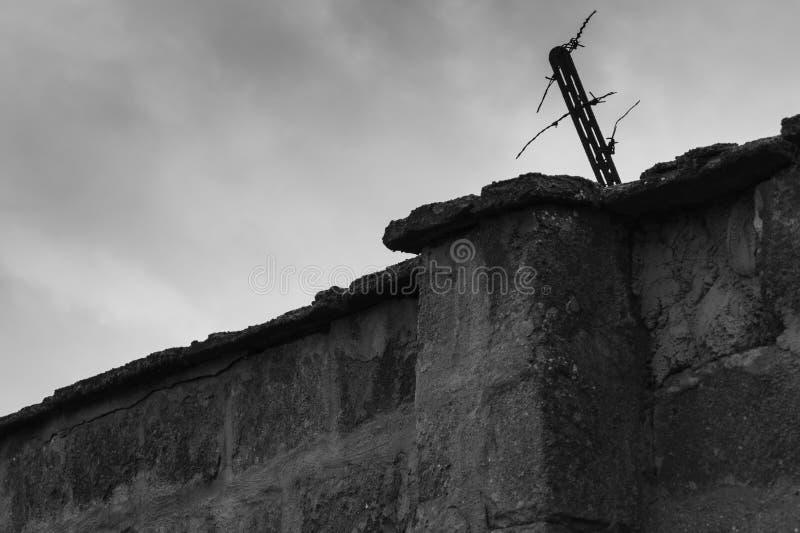 Dettaglio della parete del campo di concentramento di Sachsenhausen immagine stock