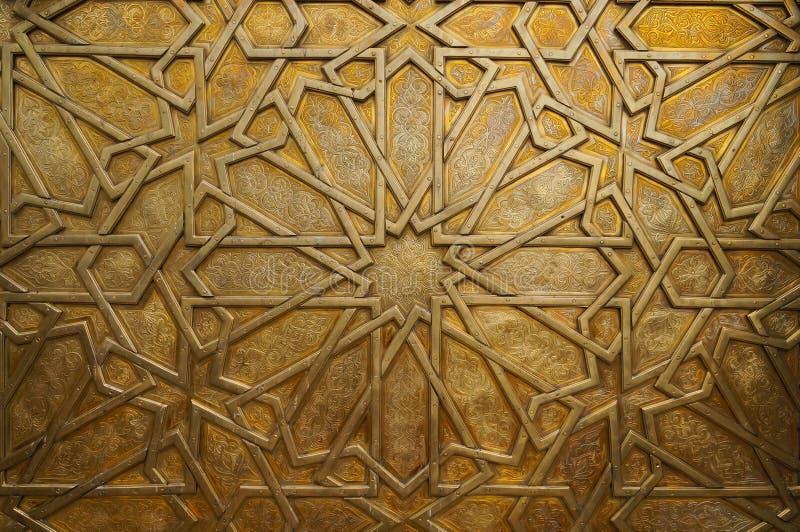 Dettaglio della porta d'ottone al palazzo reale a Fes, Marocco. I immagine stock