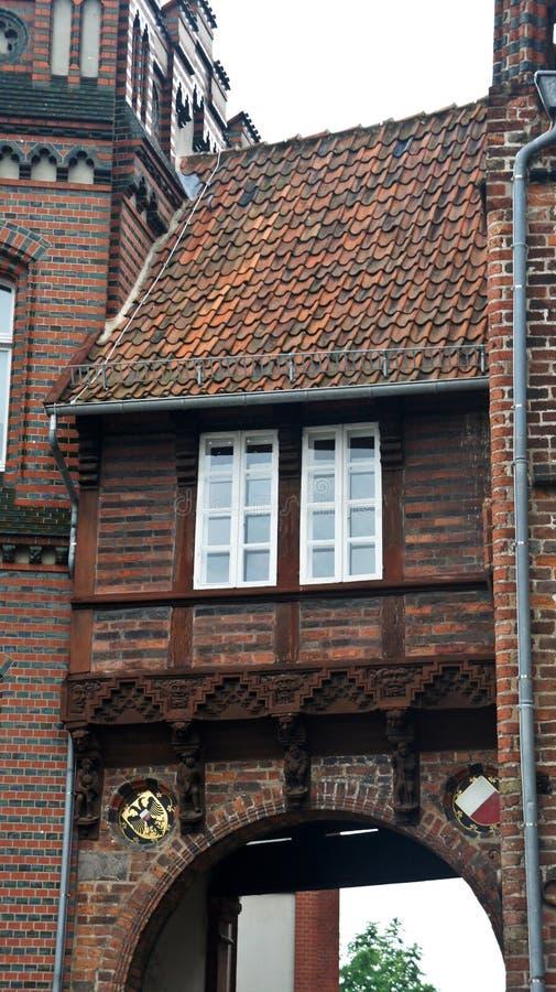Dettaglio della porta nord di Burgtor in stile gotico, bellissima architettura, Lubeck, Germania fotografia stock libera da diritti