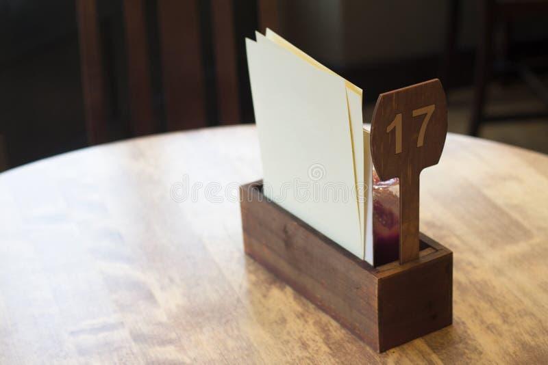 dettaglio della regolazione della tavola del ristorante fotografia stock libera da diritti