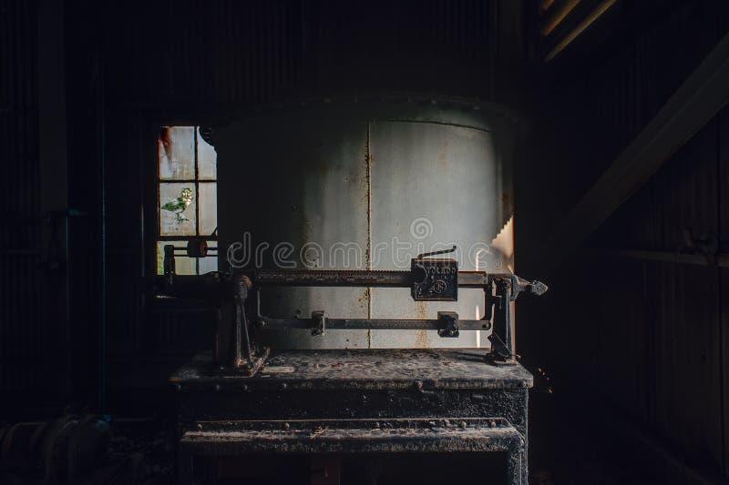 Dettaglio della scala del metallo - Etere-miscela abbandonata Indiana Army Ammunition Depot - Indiana abbandonate di casa fotografie stock