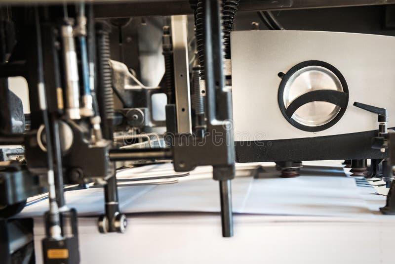 Dettaglio della stampatrice dei rulli in offset fotografie stock