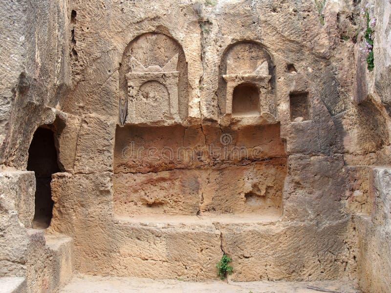 Dettaglio della tomba di pietra scolpita nel tempio dell'area di re in paphos Cipro immagini stock libere da diritti