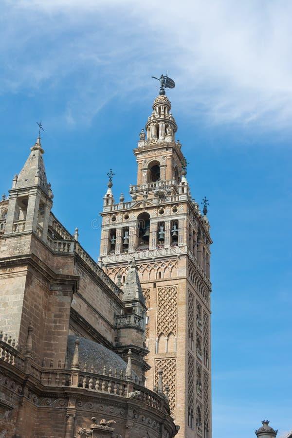 Dettaglio della torre di Giralda alla cattedrale Spagna di Siviglia immagine stock