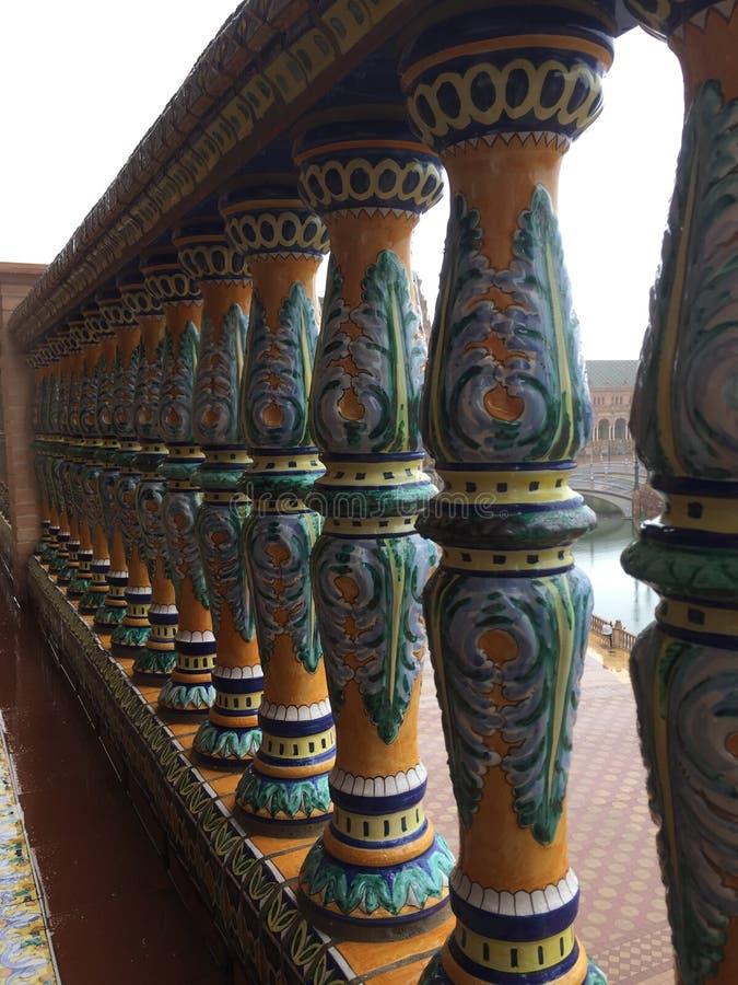Dettaglio delle colonne del balcone fotografie stock libere da diritti