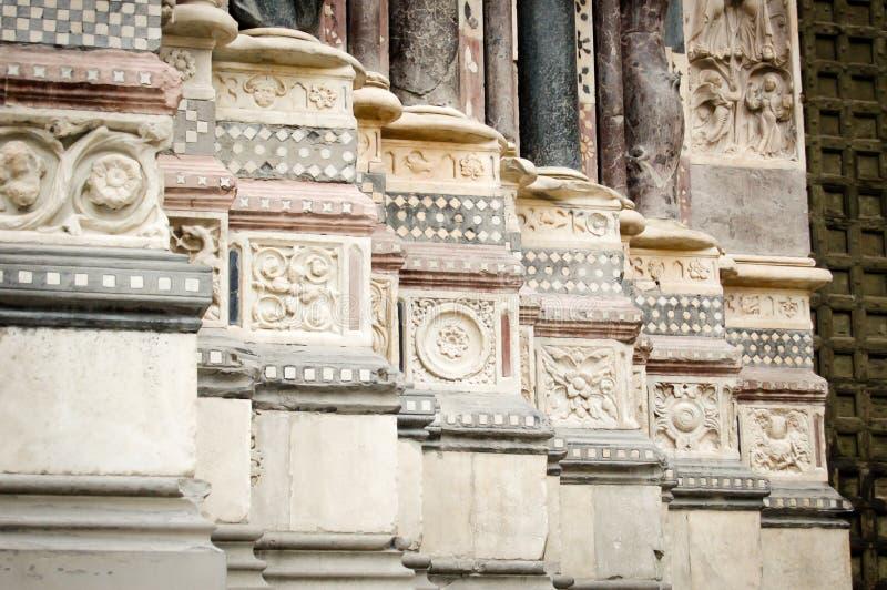 Dettaglio delle colonne del ` s della cattedrale di Lawrence del san a Genova Italia fotografia stock libera da diritti