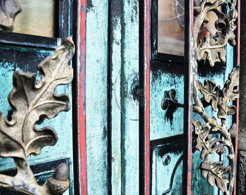 Dettaglio delle porte della cripta fotografia stock