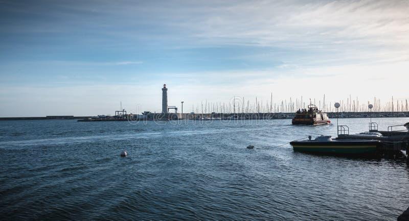 Dettaglio di architettura del faro del Saint Louis del porto di Sete, Francia fotografia stock libera da diritti