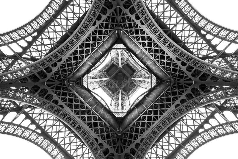Dettaglio di architettura della torre Eiffel, vista dal basso Angolo unico fotografia stock