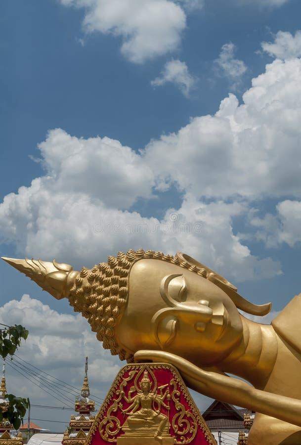 Dettaglio di bello Buddha adagiato dorato del Pha che tempio di Luang a Vientiane, Laos immagini stock libere da diritti