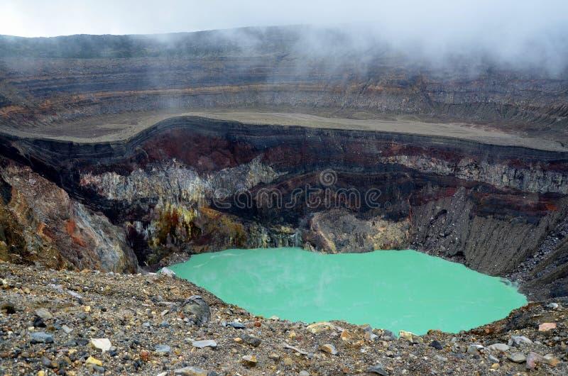 Dettaglio di un cratere con acqua di priscine fotografie stock