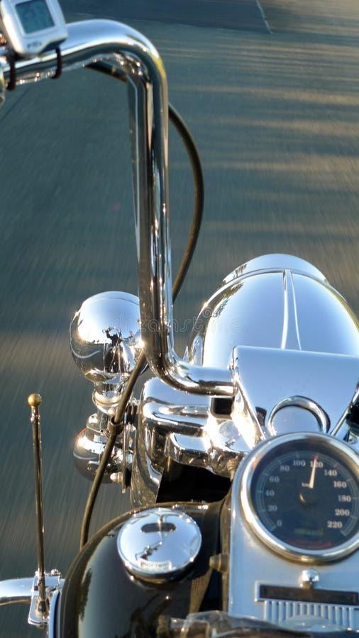 Dettaglio di un manubrio del motociclo immagini stock
