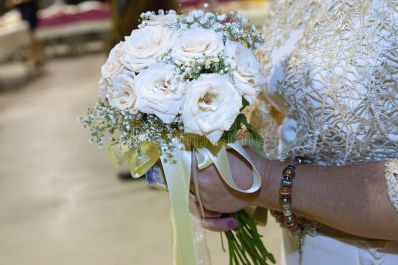 Dettaglio di un mazzo dei fiori nei colori leggeri immagini stock libere da diritti