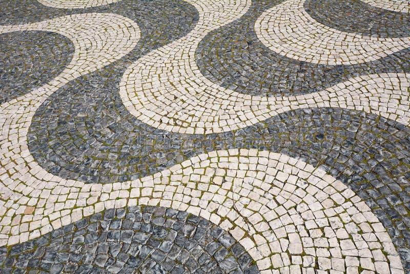 Dettaglio di una pavimentazione del ciottolo - Lisbona, Portogallo immagine stock libera da diritti