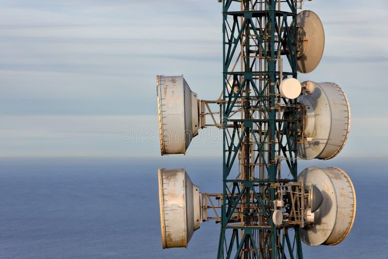 Dettaglio di una torre di telecomunicazioni fotografia stock